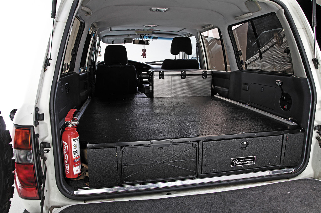 1994-toyota-land-cruiser-cleared-out-trunk