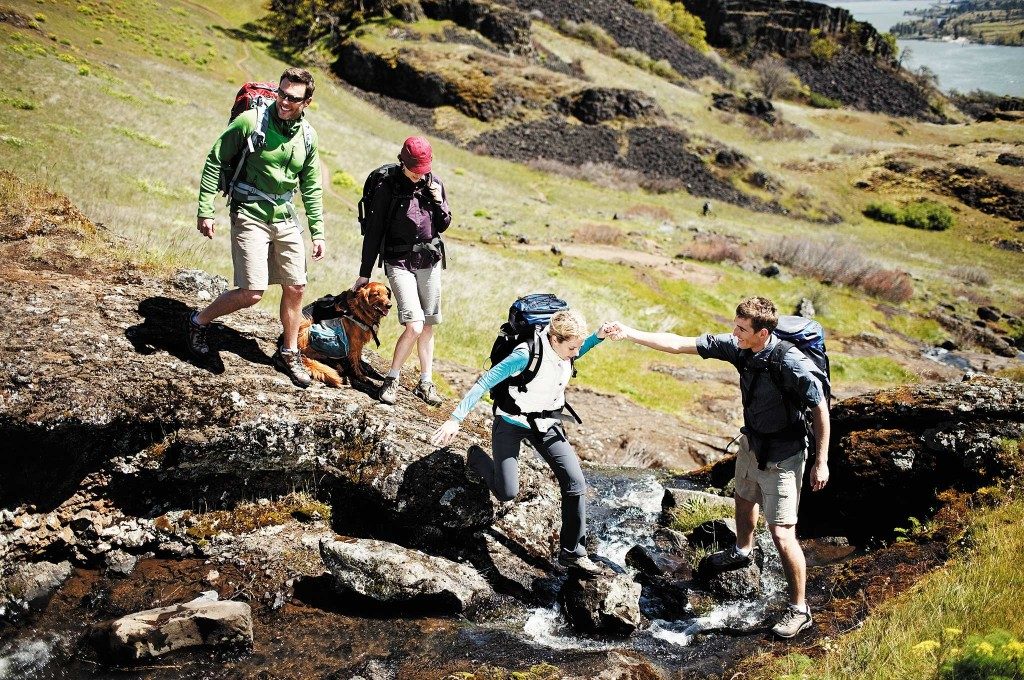 joining-a-survival-group-hiking-002