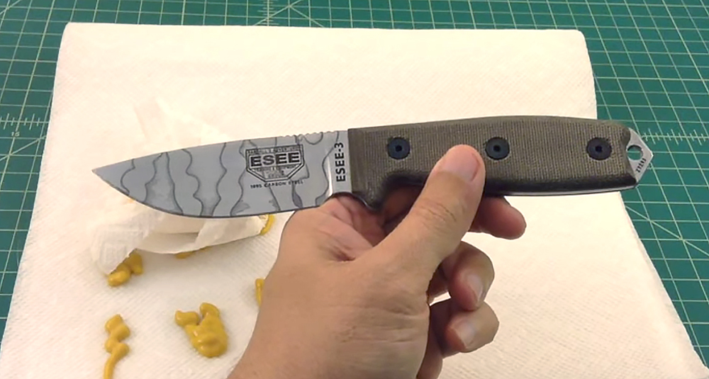 In the video linked above, YouTuber TheSmokinApe acid-etches an ESEE blade with mustard. Yum.